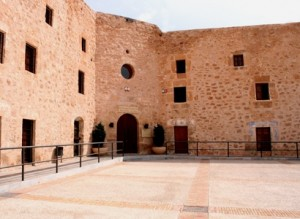 patio de armas. Santa Pola. Car Hire