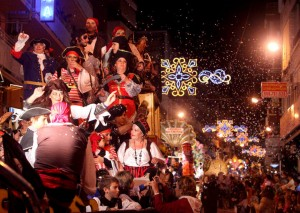 desfile de carrozas fiestas patronales benidorm 2012
